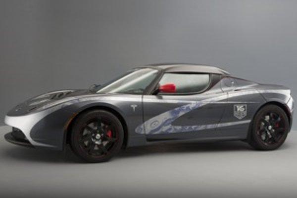TAG  Heuer Tesla Roadster je zatiaľ  jediný exemplár elektromobilu s chronografom švajčiarskej hodinárskej značky s nezverejnenou cenou. Sériová verzia najrýchlejšieho elektromobilu Tesla Roadster stojí 84 000 eur bez DPH.