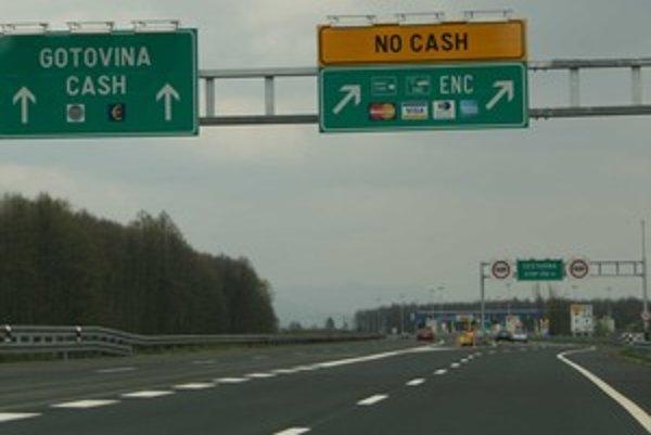 Koridor ENC je obyčajne určený len pre predplatiteľov, ale štyri kilometre pred Záhrebom ho môžete použiť na platbu kartou. Vyhnete sa kolónam a nemusíte si nechávať v peňaženke kuny na diaľnice.