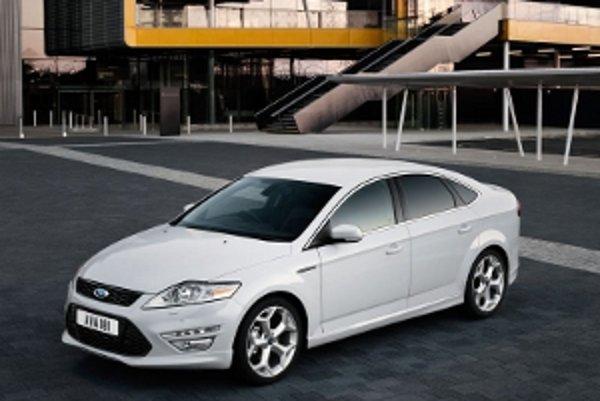 Ford Mondeo bude naďalej v ponuke so štvor- a päťdverovou karosériou i ako kombi.