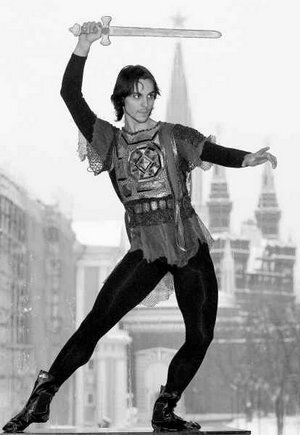 smrť syna ivana hrozného, ktorú pravdepodobne zapríčinil on sám, sa stala predlohou pre mnohé umelecké diela. na snímke je španielsky tanečník igor yebra v úlohe cára ivana hrozného v rovnomennom balete sergeja prokofieva.smrť syna ivana hrozného, ktorú pravdepodobne zapríčinil on sám, sa stala predlohou pre mnohé umelecké diela. na snímke je španielsky tanečník igor yebra v úlohe cára ivana hrozného v rovnomennom balete sergeja prokofieva.