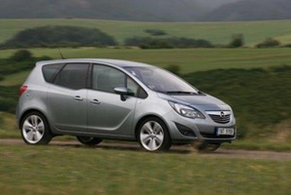 Ideálne auto pre rodiny s deťmi alebo pre starších ľudí má navonok atraktívne tvary. Šofér má lepší výhľad ako z Astry.