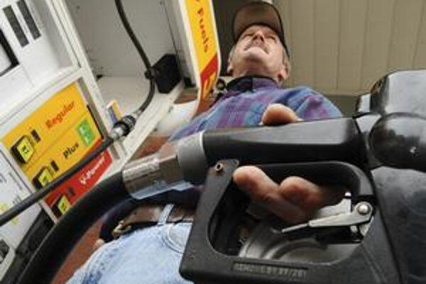 Liter benzínu zdražie o niekoľko centov.
