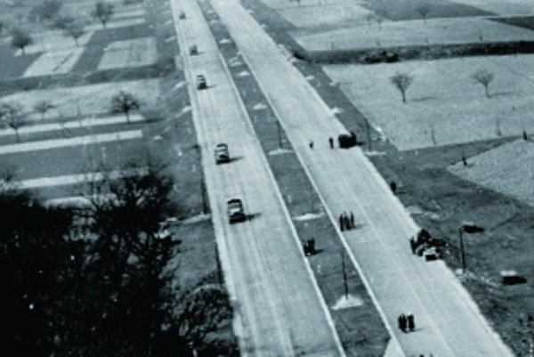 Diaľnice boli jedným z najviditeľnejších propagandistických prostriedkov nacistov. V roku 1938 mohli Nemci využívať už tritisíc kilometrov diaľnic