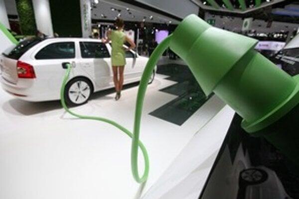 """Škoda doposiaľ vízie alternatívnych pohonov veľmi neživila. Kto však chce byť """"in"""", musí mať elektrický kábel. Svojský spôsob ako pritiahnuť pozornosť k Octavii."""
