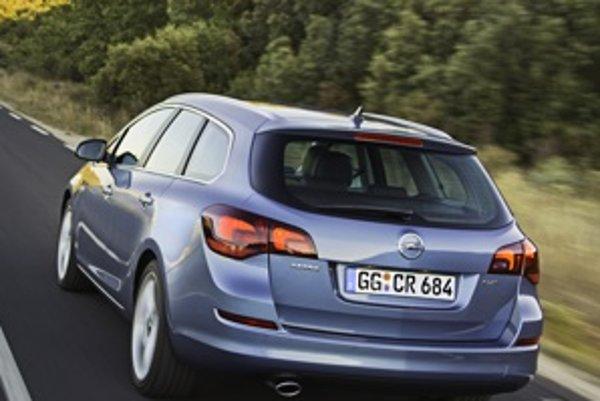 Subjektívne považujeme Sports Tourer za krajšiu Astru ako základný hatchback. Je to prvá Astra s vydareným dizajnom kombi verzie.