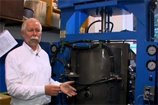 Prof. RNDr. Pavol Šajgalík, DrSc je riaditeľom Ústavu anorganickej chémie SAV a vedúcim Oddelenia keramiky. Je odborníkom v oblasti výskumu a vývoja anorganických materiálov so špecializáciou na konštrukčnú keramiku na báze oxidov, nitridov a karbidov. Je