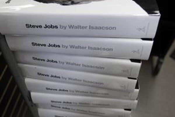V prvom týždni od začiatku predaja sa predalo 379–tisíc kusov životopisnej knihy o Stevovi Jobsovi od Waltera Isaacsona.