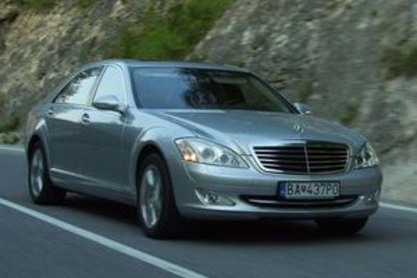 Mercedes montuje ESP do každého vyrobeného auta. Trieda S bola prvým autom so štandardne montovaným stabilizačným systémom.