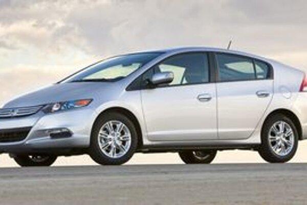Insight je päťdverový liftback. Jeho veľkou devízou v porovnaní s aktuálne predávanou Hondou Civic Hybrid budú akumulátory umiestnené pod podlahou.