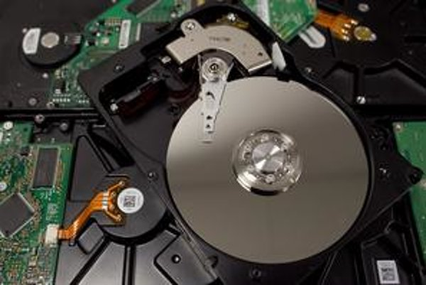 Nedostatok diskov zatiaľ ceny počítačov či herných konzol neovplyvnil.
