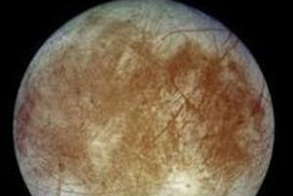 Jupiterov mesiac Európa.