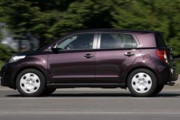 Redakcia denníka SME sledovala zmenu spotreby paliva na dvoch rovnakých stokilometrových úsekoch cesty. Jednoduché meranie na palubnom počítači vozidla Toyota Urban Cruiser ukázalo rozdiel v spotrebe 0,6 litra.