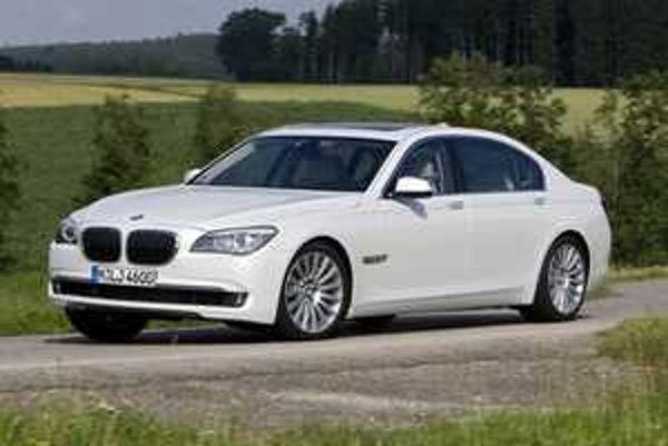 Dvanásťvalcová verzia predstavovala vždy vrchol v hierarchii BMW. Novinka pokračuje v tradícii