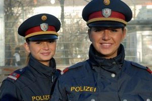 """Usmievať sa budú asi naďalej, ale rakúski policajti od vás môžu """"skasírovať"""" od septembra po priestupku viac eúr."""