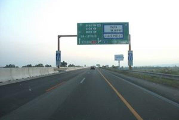 Akou rýchlosťou môžeme ísť najviac po diaľnici, či rýchlostnej ceste, keď prechádza obcou? Viete to úplne presne?