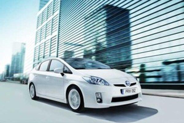 Prius Plug-in hybrid je schopný absolvovať vzdialenosť 20 kilometrov najvyššou rýchlosťou 100 km/h v elektrickom móde s nulovými emisiami.