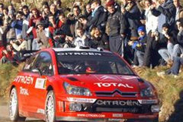Vedúci jazdec Francúz Sébastien Loeb na Citroene C4