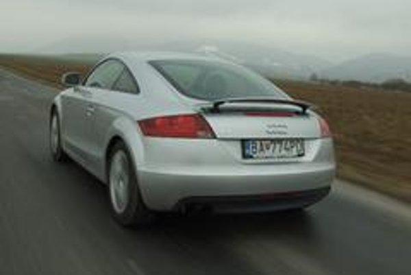 Z každého uhla pohľadu krásne Audi TT jazdí presvedčivejšie než predchodca.