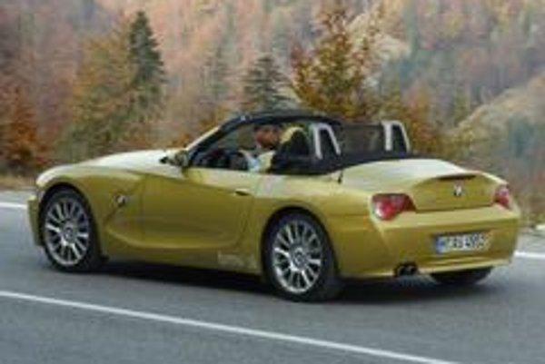 Skutočný zážitok z jazdy ponúkajú športové kabriolety s plátennou strechou a silným motorom.