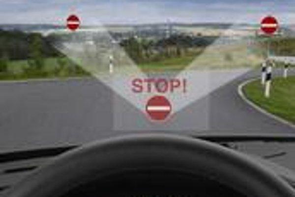 Kamera, ktorá už dnes na dopravných značkách rozpoznáva rýchlostné obmedzenia, bude v budúcnosti schopná rozpoznať aj biely obdĺžnik na červenej ploche – značku zákazu vjazdu.