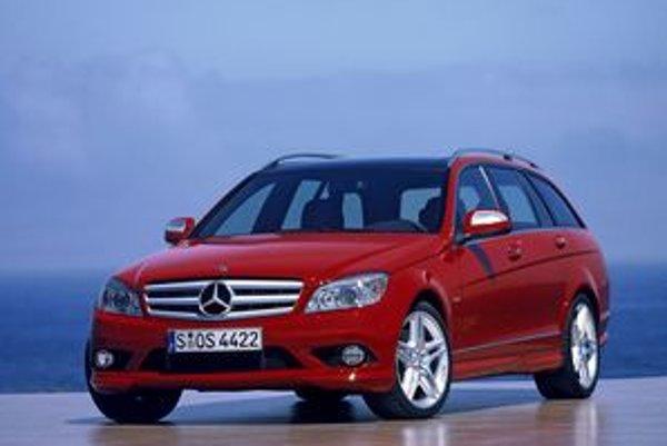 Mercedes začal dávnejšie ako prvý na Slovensku uvádzať ceny nových áut v eurách, ktoré prepočítava na koruny podľa momentálneho kurzu v deň fakturácie nového auta.