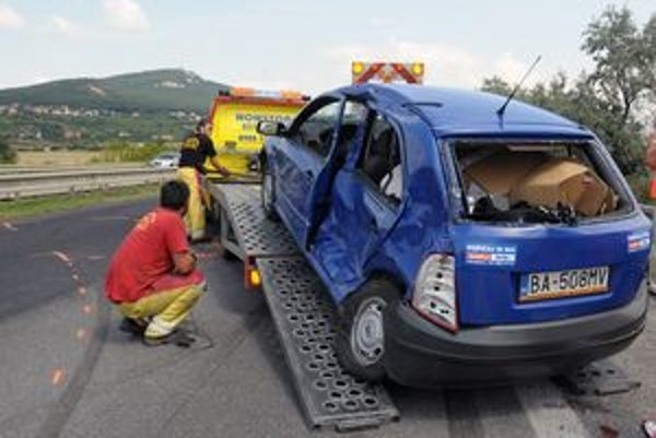 Najčastejšou príčinou dopravných nehôd na Slovensku je porušenie základných povinností, nesprávny spôsob jazdy nevenovanie pozornosti riadeniu auta.