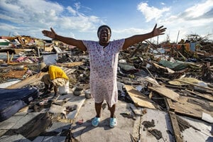 Na Bahamách rátajú škody.