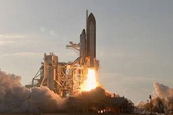 Raketoplán Discovery úspešne odštartoval.