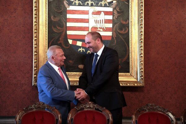 Rudolf Schuster prišiel do Historickej radnice diskutovať so súčasným vedením mesta.