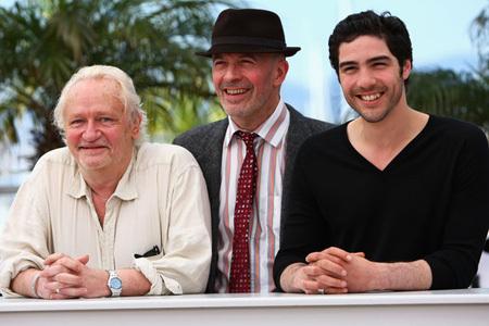 Režisér Jacques Audiard (uprostred) s hercami svojho filmu Prorok