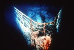 Vrak britského luxusného parníka Titanic leží na morskom dne v Atlantickom oceáne, približne 400 míľ juhovýchodne od Newfoundlandu. Tím vedcov chce vytvoriť podrobnú trojrozmernú mapy, ktorá virtuálne sprístupní Titanic verejnosti.