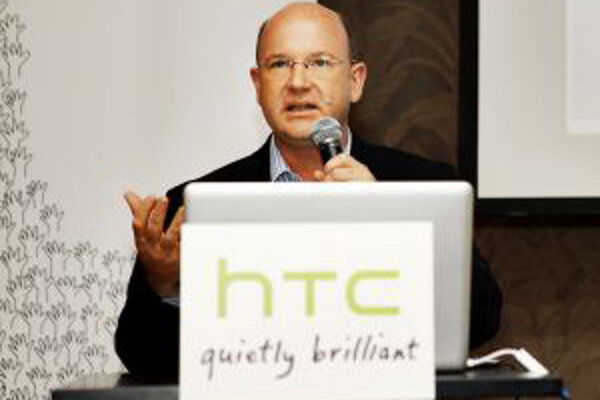Florian Seiche (43) je viceprezidentom spoločnosti HTC pre región Európy, Stredného východu a Afriky. Doktorát z ekonómie získal na kolínskej univerzite. So svojou manželkou a osemročným synom žije v britskom Windsore.