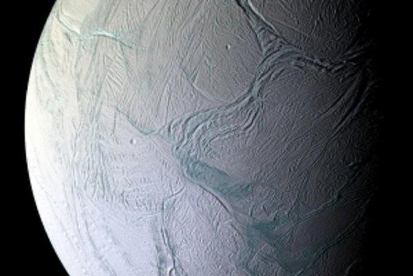 Enceladus, tak ako ho videla sonda Cassini.