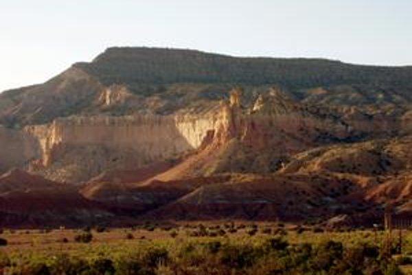Krajina pri Ranči duchov, nálezisku fosílií dinosaurov v Novom Mexiku, je ako vystrihnutá z filmových westernov.