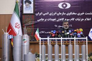 Irán uviedol v piatok do prevádzky výkonnejšie centrifúgy, aby tak rýchlejšie zvýšil svoje zásoby obohateného uránu.