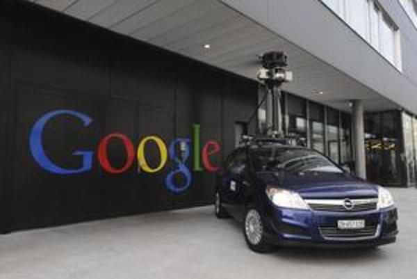 V nasledujúcich dňoch budú po Prahe jazdiť vozidlá spoločnosti Google a nakrúcať ulice českej metropoly. Snímky budú neskôr upravovať, napríklad aj mazať tváre okoloidúcich či poznávacie značky áut.