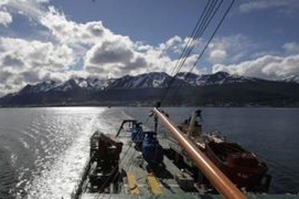 Výskum uhlíkového cyklu v oceánoch a nad nimi pokračuje.