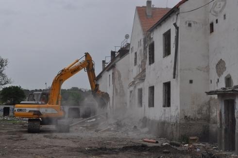 demolacia-poskodenej-bytovky-v-trnave1.jpg