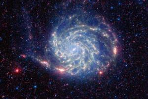 V strede galaxií sú čierne diery.