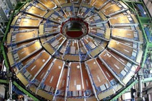 Súčasťou LHC je aj tento obrovský magnet.