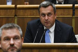 Predseda NR SR Andrej Danko počas rokovania mimoriadnej 48. schôdze Národnej rady SR, ktorej programom bolo prerokovanie návrhu skupiny poslancov na vyslovenie nedôvery predsedovi vlády SR.