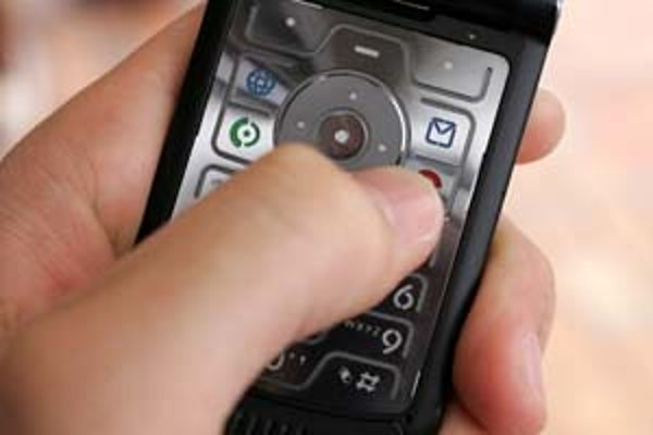 Ak sa rozhodnete odpovedať na reklamnú SMS správu, ktorú vám neposlal váš operátor, môže vás to vyjsť draho. A výhru nemáte aj tak istú.