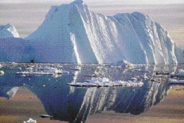 Menší ľadovec odlomený v roku 2005 pri topení veľkého masívu vo fjorde ľadovca Jakobshavn.