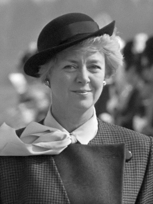 vigdis_finnbogadottir_-1985-_wikipedia_r_r8400_res.jpg
