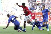 Marcus Rashford (v strede) v zápase 5. kola Premier League Machester United - Leicester City.