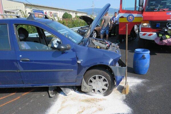 Škoda na autách je asi štyritisíc eur.