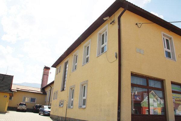 Zuberecký kultúrny dom a obecný úrad v jednom v pôvodnom šate.