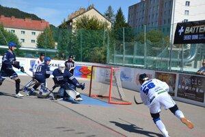 POvažskobystričan Kukučka (v bielom) dal prvý gól Protefu v sezóne do siete Ružinova.