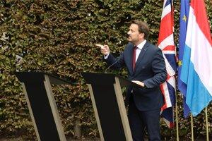"""""""Potrebujeme viac než len slová,"""" povedal luxemburský premiér na adresu Johnsona pred novinármi"""