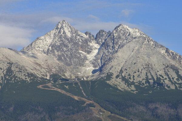 Vysoké Tatry sa tešia zo snehovej nádielky.